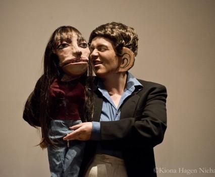 "A live performance of ""Je t'aime (moi non plus)"" (Photo by Kiona Hagen)"