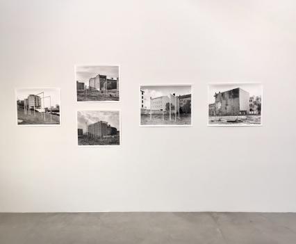 Constructions (2009-2017), Silber Gelatin Print, Taiyo Onorato & Nico Krebs, Defying Gravity, photo © #HorstundEdeltraut
