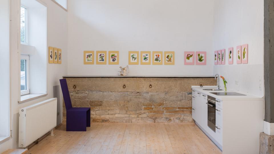 ©Maximilian Neumann, Kintai 2018 2-Reihen á 9, bzw. 11 Zeichnungen Öl auf Papier, gelbes, bzw. rosanes Buchbindeleinen- Passepartout 17,5x23cm | 35,5x27cm